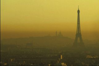 715389_7_f07c_paris-sous-un-nuage-de-pollution_2c50c632370874e40f6317b4c82f3880