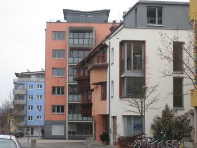 Eco-quartier de Tübingen Aspect varié des façades, rez de chaussée en majorité pour des activités économiques